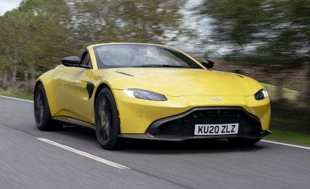 2021 Aston Martin Vantage Roadster (Color: Yellow Tang) Front Three-Quarter Wallpapers 450x275 (7)