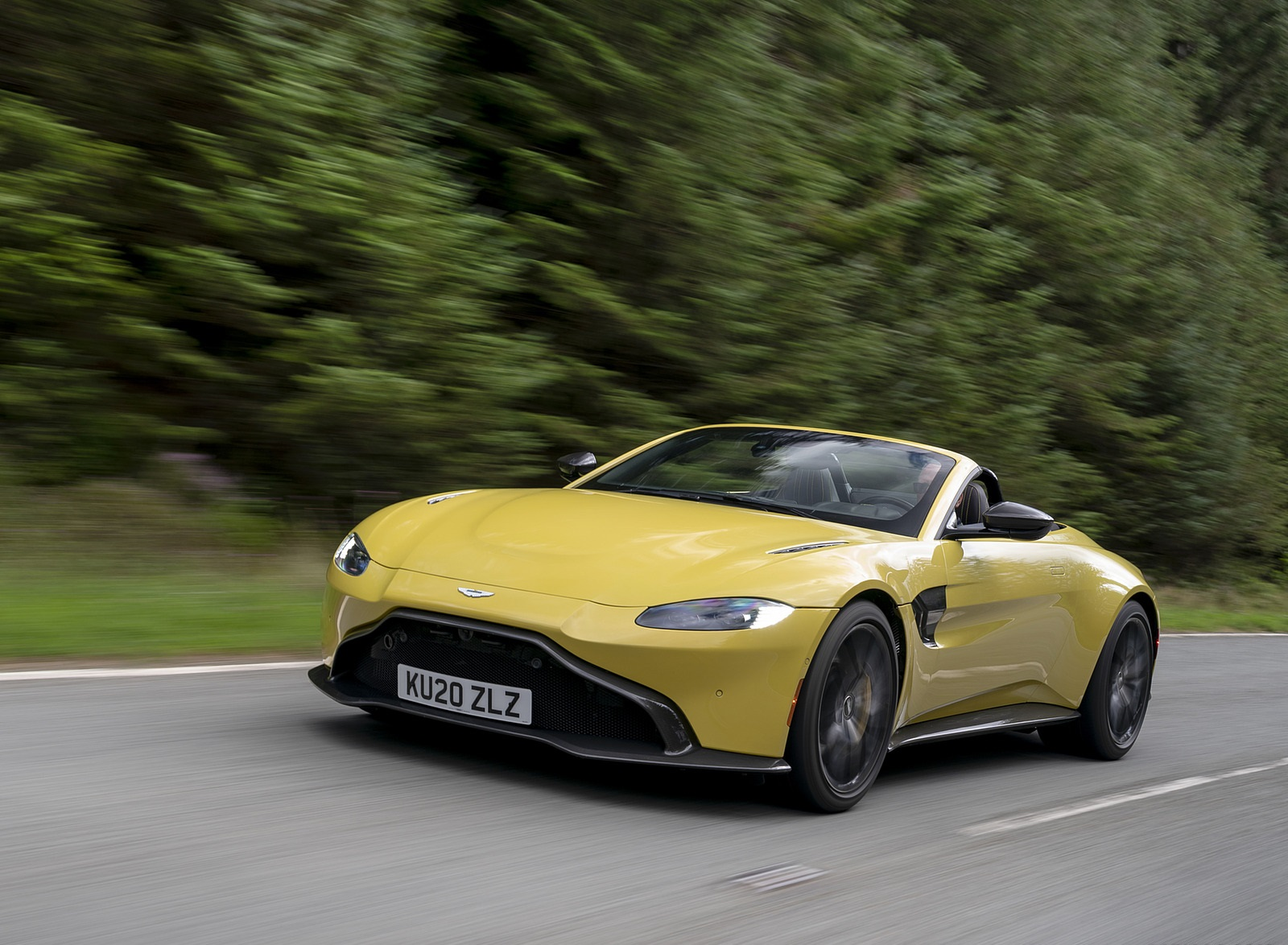 2021 Aston Martin Vantage Roadster (Color: Yellow Tang) Front Three-Quarter Wallpapers (8)