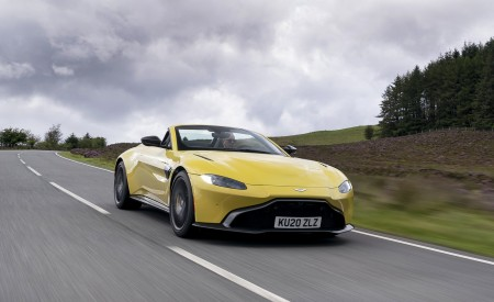 2021 Aston Martin Vantage Roadster (Color: Yellow Tang) Front Three-Quarter Wallpapers 450x275 (9)