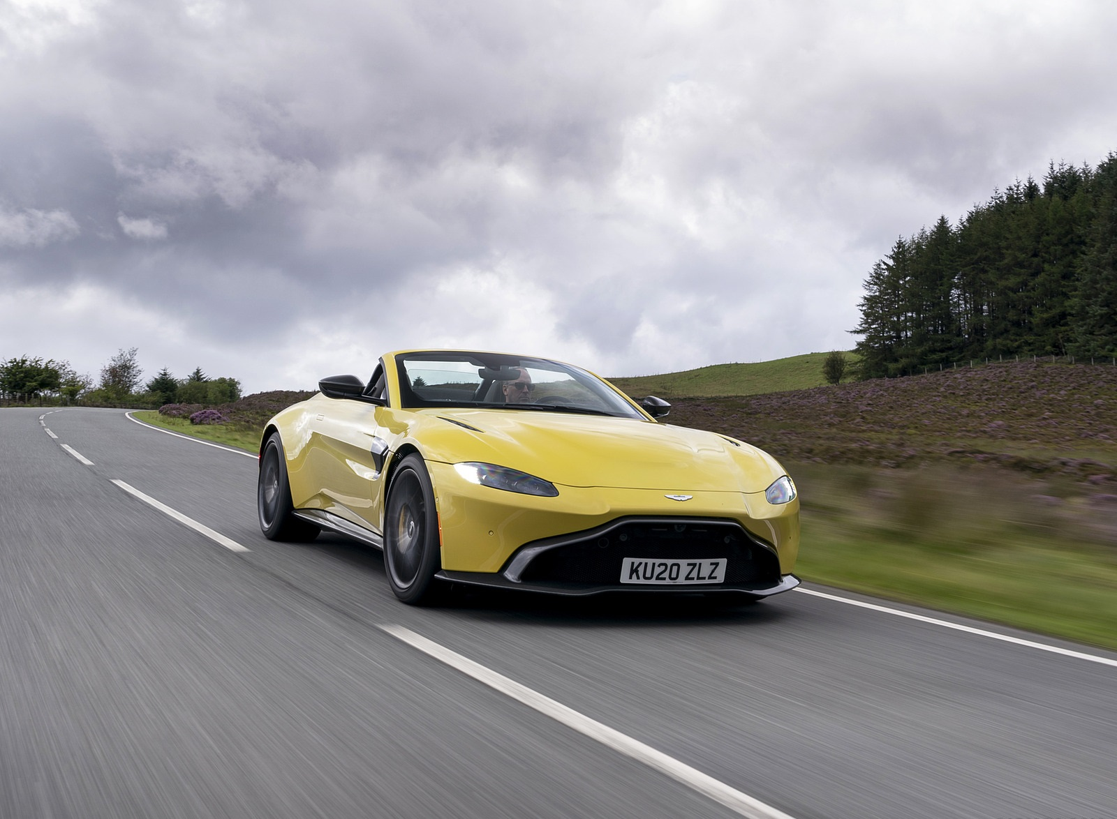2021 Aston Martin Vantage Roadster (Color: Yellow Tang) Front Three-Quarter Wallpapers (9)