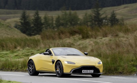 2021 Aston Martin Vantage Roadster (Color: Yellow Tang) Front Three-Quarter Wallpapers 450x275 (38)