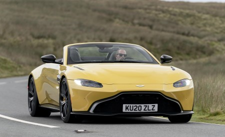 2021 Aston Martin Vantage Roadster (Color: Yellow Tang) Front Three-Quarter Wallpapers 450x275 (19)