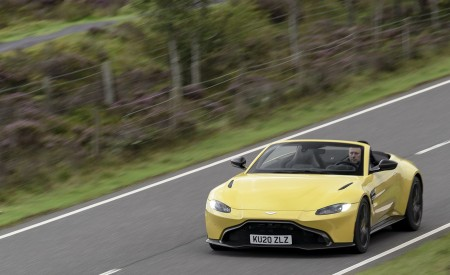 2021 Aston Martin Vantage Roadster (Color: Yellow Tang) Front Three-Quarter Wallpapers 450x275 (10)