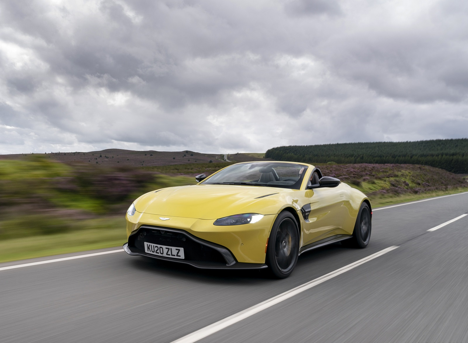 2021 Aston Martin Vantage Roadster (Color: Yellow Tang) Front Three-Quarter Wallpapers (2)