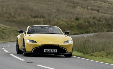 2021 Aston Martin Vantage Roadster (Color: Yellow Tang) Front Wallpapers 450x275 (29)