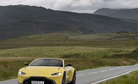 2021 Aston Martin Vantage Roadster (Color: Yellow Tang) Front Wallpapers  450x275 (20)