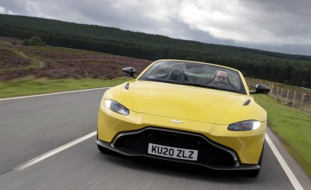 2021 Aston Martin Vantage Roadster (Color: Yellow Tang) Front Wallpapers  450x275 (11)