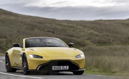 2021 Aston Martin Vantage Roadster (Color: Yellow Tang) Front Wallpapers  450x275 (30)