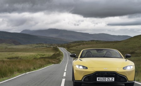 2021 Aston Martin Vantage Roadster (Color: Yellow Tang) Front Wallpapers 450x275 (21)