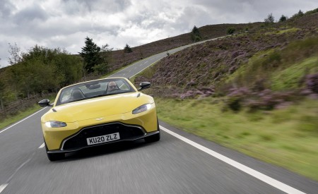 2021 Aston Martin Vantage Roadster (Color: Yellow Tang) Front Wallpapers  450x275 (12)