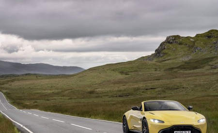 2021 Aston Martin Vantage Roadster (Color: Yellow Tang) Front Wallpapers 450x275 (22)