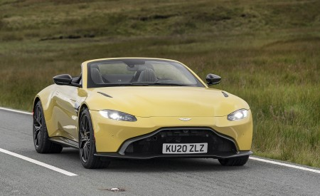 2021 Aston Martin Vantage Roadster (Color: Yellow Tang) Front Wallpapers 450x275 (23)