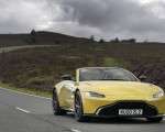 2021 Aston Martin Vantage Roadster (Color: Yellow Tang) Front Wallpapers 150x120 (14)