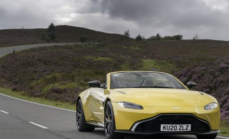 2021 Aston Martin Vantage Roadster (Color: Yellow Tang) Front Wallpapers 450x275 (14)