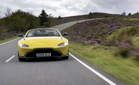 2021 Aston Martin Vantage Roadster (Color: Yellow Tang) Front Wallpapers 450x275 (3)