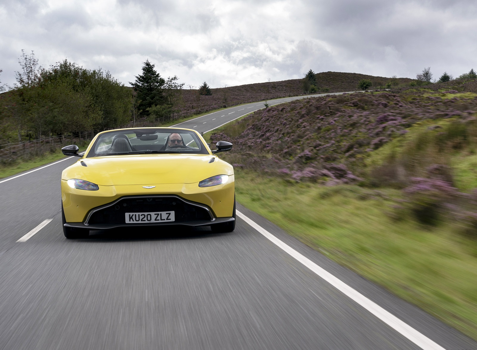 2021 Aston Martin Vantage Roadster (Color: Yellow Tang) Front Wallpapers (3)