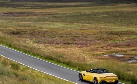 2021 Aston Martin Vantage Roadster (Color: Yellow Tang) Rear Three-Quarter Wallpapers 450x275 (41)