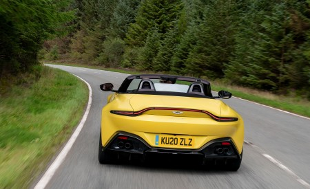 2021 Aston Martin Vantage Roadster (Color: Yellow Tang) Rear Wallpapers 450x275 (43)