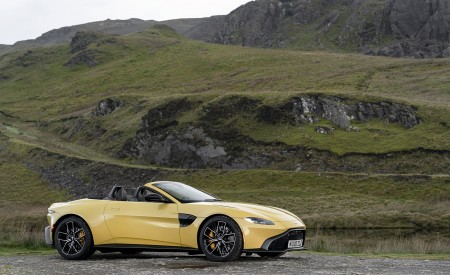 2021 Aston Martin Vantage Roadster (Color: Yellow Tang) Side Wallpapers 450x275 (52)