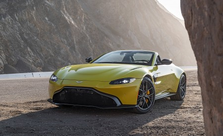 2021 Aston Martin Vantage Roadster (Color: Yellow Tang; US-Spec) Front Three-Quarter Wallpapers 450x275 (136)