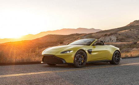 2021 Aston Martin Vantage Roadster (Color: Yellow Tang; US-Spec) Front Three-Quarter Wallpapers 450x275 (133)