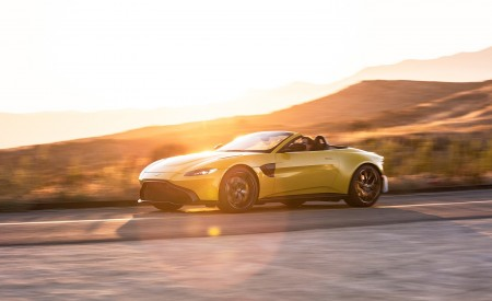 2021 Aston Martin Vantage Roadster (Color: Yellow Tang; US-Spec) Front Three-Quarter Wallpapers 450x275 (129)