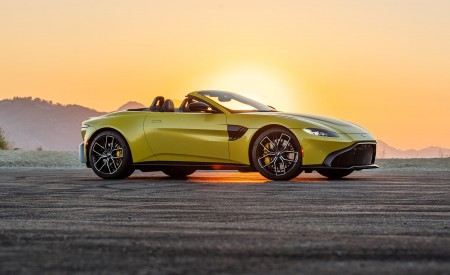 2021 Aston Martin Vantage Roadster (Color: Yellow Tang; US-Spec) Front Three-Quarter Wallpapers 450x275 (138)