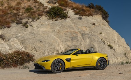 2021 Aston Martin Vantage Roadster (Color: Yellow Tang; US-Spec) Front Three-Quarter Wallpapers 450x275 (139)