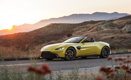 2021 Aston Martin Vantage Roadster (Color: Yellow Tang; US-Spec) Front Three-Quarter Wallpapers 450x275 (140)