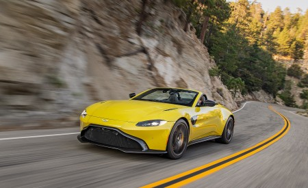2021 Aston Martin Vantage Roadster (Color: Yellow Tang; US-Spec) Front Three-Quarter Wallpapers 450x275 (130)