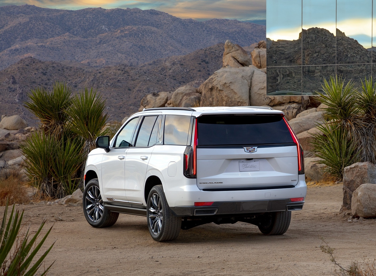 2021 Cadillac Escalade Rear Three-Quarter Wallpapers (4)