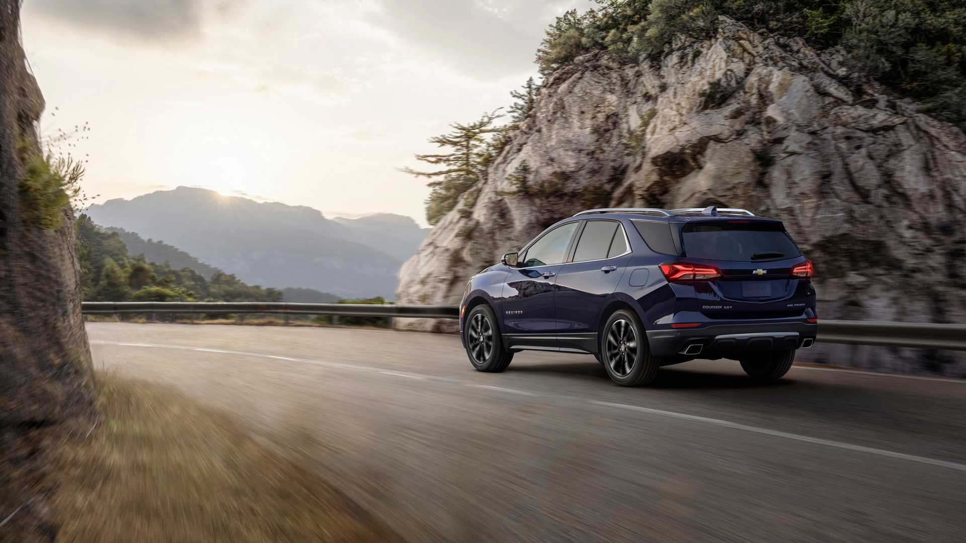 2021 Chevrolet Equinox Premier Rear Three-Quarter Wallpapers (2)