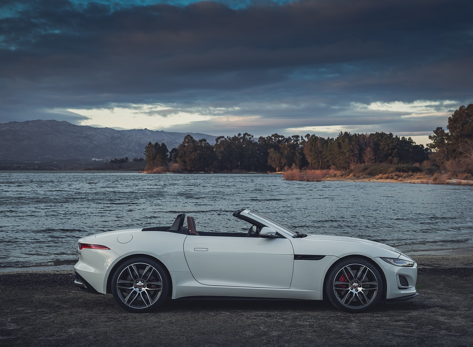 2021 Jaguar F Type R Dynamic P450 Convertible Rwd Color Fuji