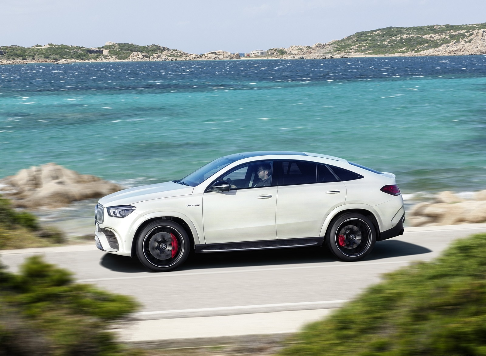 2021 Mercedes-AMG GLE 63 S 4MATIC+ Coupe (Color: Diamond White) Front Three-Quarter Wallpapers (2)