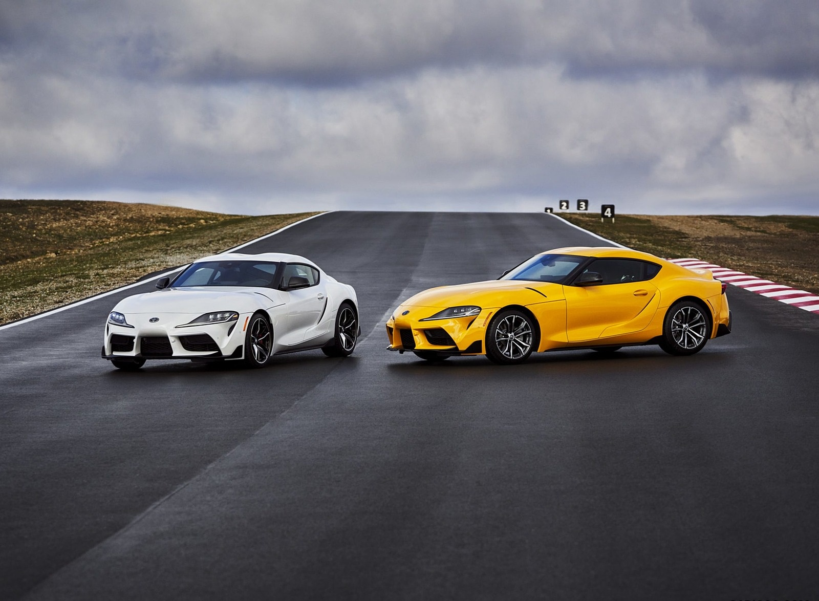 2021 Toyota GR Supra 2.0 and Toyota GR Supra 3.0 Front Three-Quarter Wallpapers (4)