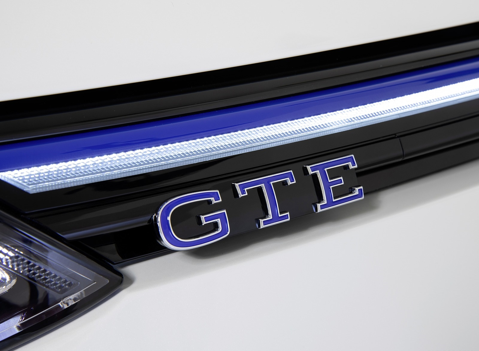 2021 Volkswagen Golf GTE Badge Wallpapers (10)