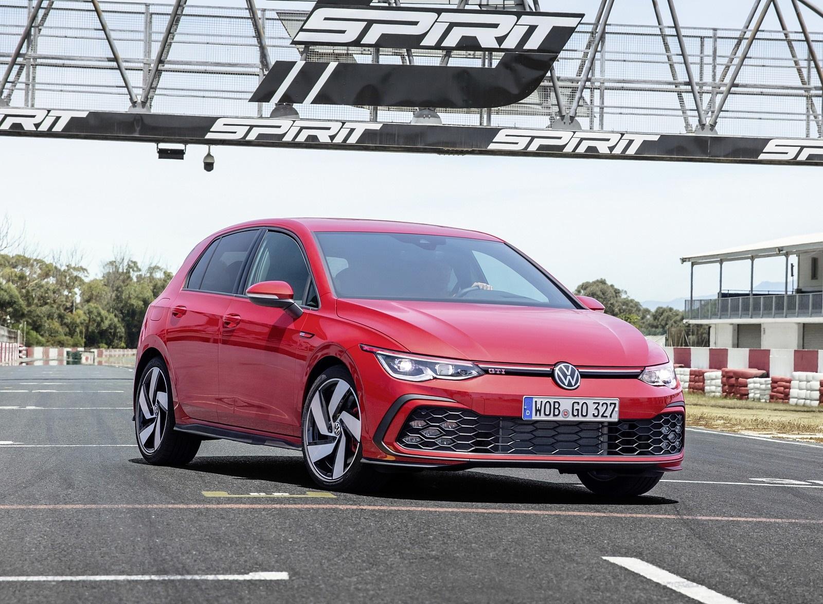 2021 Volkswagen Golf GTI Front Three-Quarter Wallpapers (9)