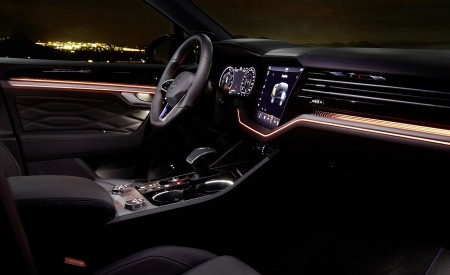 2021 Volkswagen Touareg R Plug-In Hybrid Ambient Lighting Wallpapers 450x275 (44)