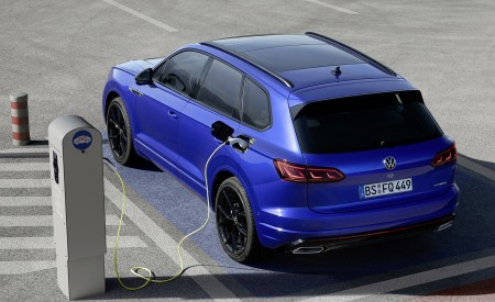 2021 Volkswagen Touareg R Plug-In Hybrid Charging Wallpapers 450x275 (16)