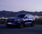 2021 Volkswagen Touareg R Plug-In Hybrid Front Three-Quarter Wallpapers 150x120 (27)