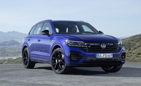 2021 Volkswagen Touareg R Plug-In Hybrid Front Three-Quarter Wallpapers 450x275 (17)