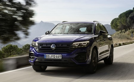 2021 Volkswagen Touareg R Plug-In Hybrid Front Three-Quarter Wallpapers 450x275 (11)