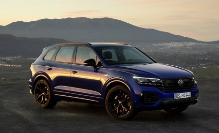 2021 Volkswagen Touareg R Plug-In Hybrid Front Three-Quarter Wallpapers 450x275 (26)