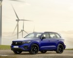 2021 Volkswagen Touareg R Plug-In Hybrid Front Three-Quarter Wallpapers 150x120 (18)
