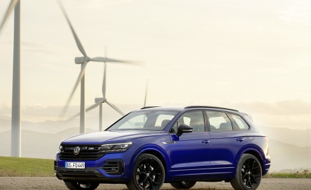 2021 Volkswagen Touareg R Plug-In Hybrid Front Three-Quarter Wallpapers 450x275 (18)