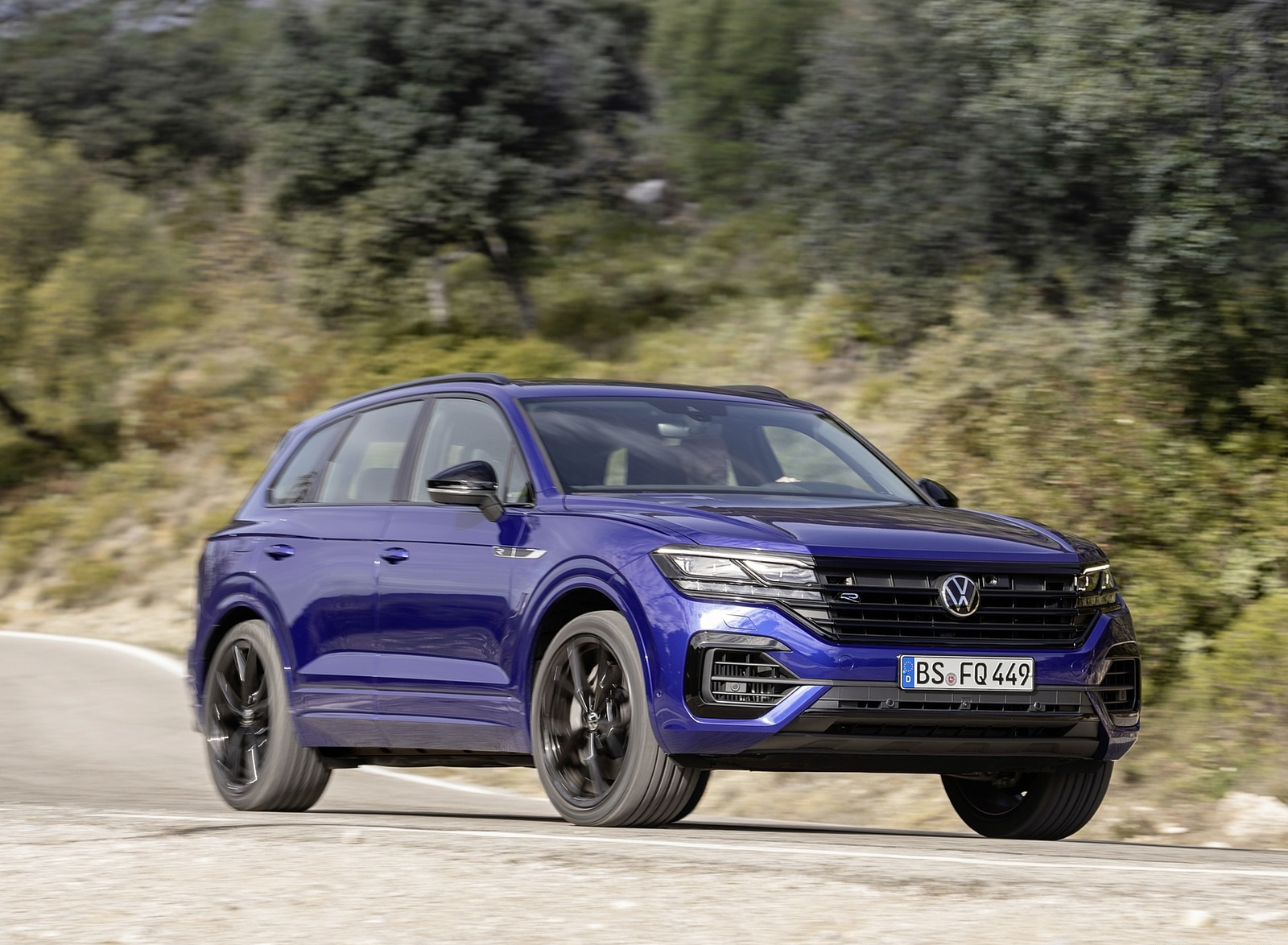 2021 Volkswagen Touareg R Plug-In Hybrid Front Three-Quarter Wallpapers (3)