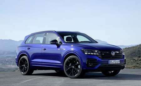 2021 Volkswagen Touareg R Plug-In Hybrid Front Three-Quarter Wallpapers 450x275 (19)