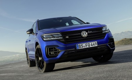 2021 Volkswagen Touareg R Plug-In Hybrid Front Wallpapers 450x275 (20)