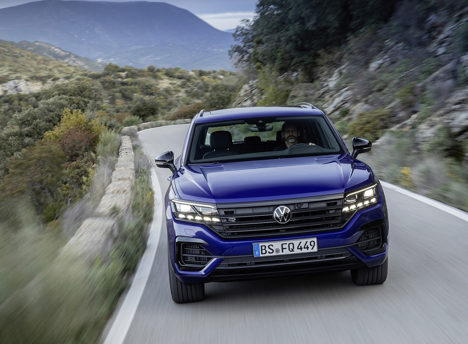 2021 Volkswagen Touareg R Plug-In Hybrid Front Wallpapers (5)