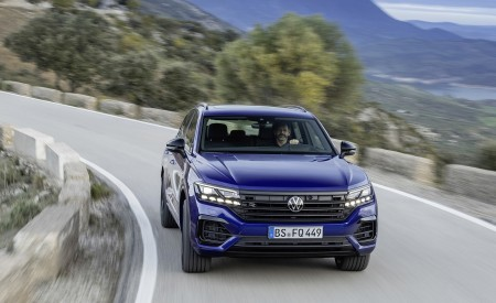 2021 Volkswagen Touareg R Plug-In Hybrid Front Wallpapers 450x275 (2)